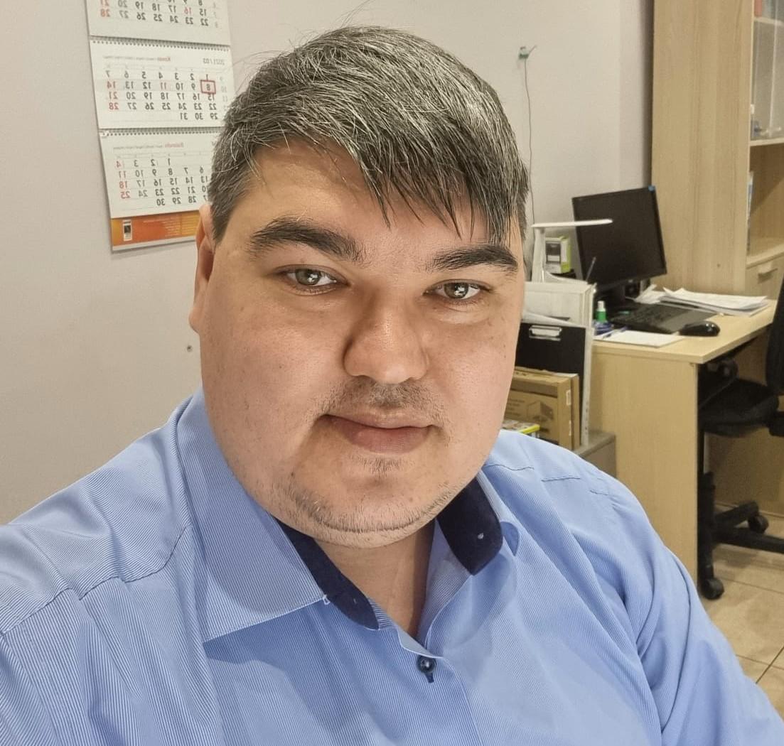 Кинжабаев Азат Салаватович - инженер по транспорту.